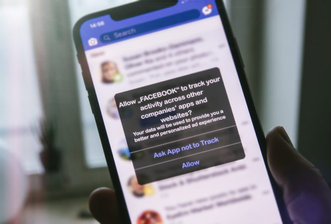 iphone showing facebook tracking details